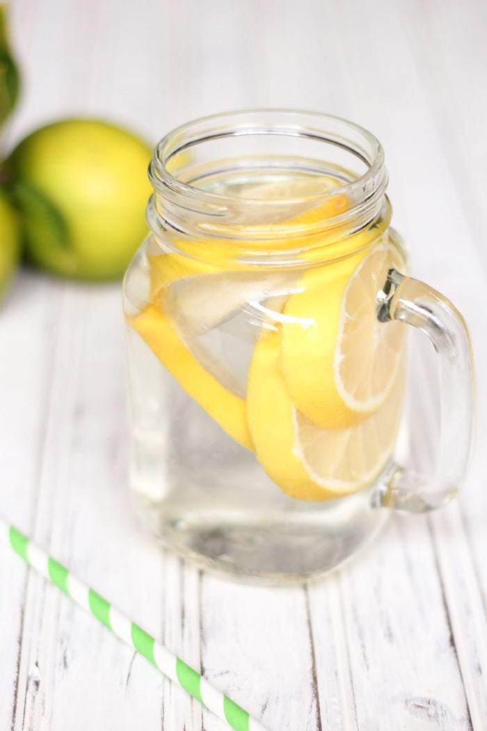 Refreshing and healthy lemon water has all kinds of health benefits! You should drink this daily.