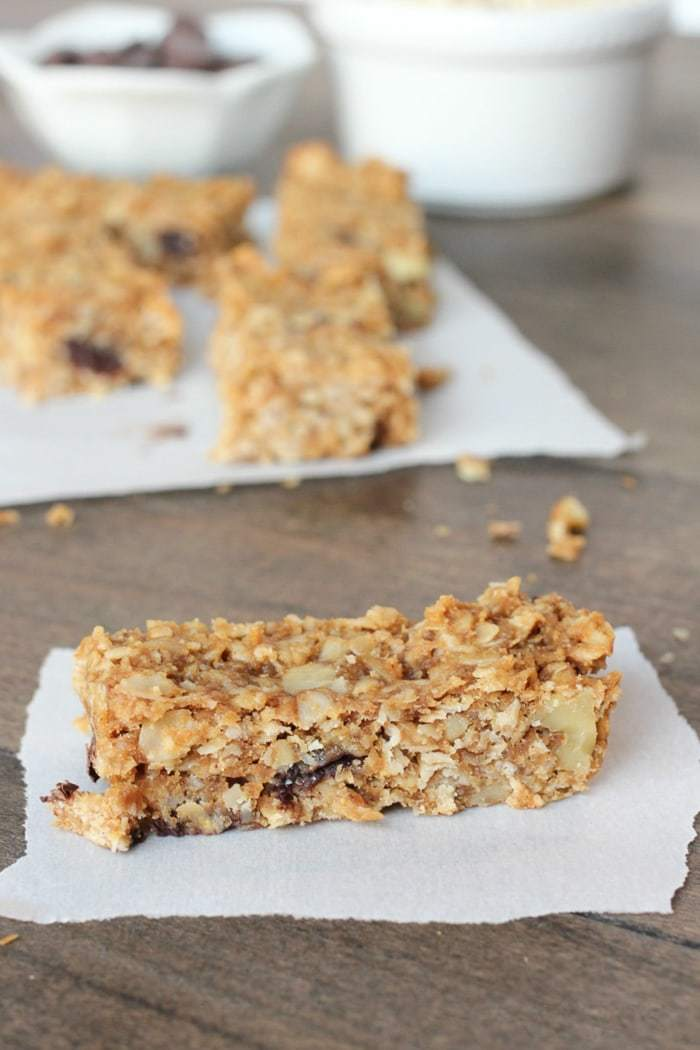 Homemade soft and chewy chocolate walnut granola bars! Delicious and refined sugar-free!