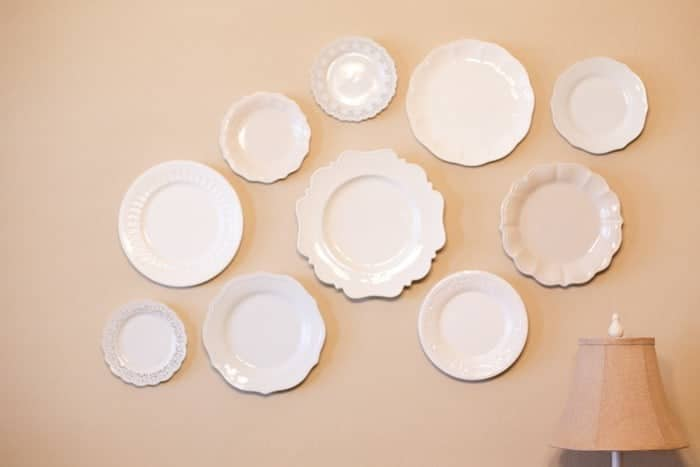 Easy tutorial for how to hand plates on the wall without ugly hardware!