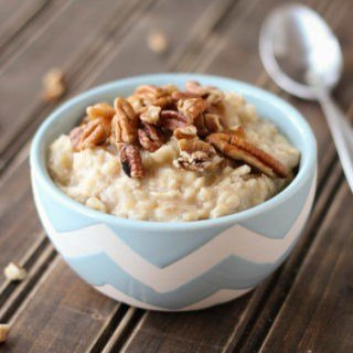 Start the day with this delicious banana pecan oatmeal for two! It contains no refined sugar!