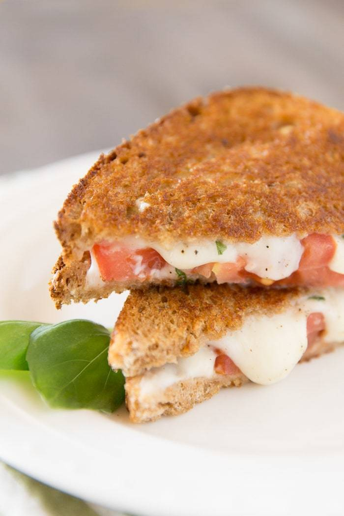 This tasty grilled caprese sandwich is perfect lunch or dinner. It's quick to prepare and is ready in just minutes. It's warm, filling, and full of gooey mozzarella cheese!