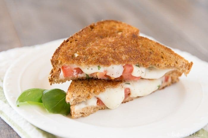 This grilled caprese sandwich is perfect for lunch or dinner. It's quick and easy to prepare and tastes delicious!