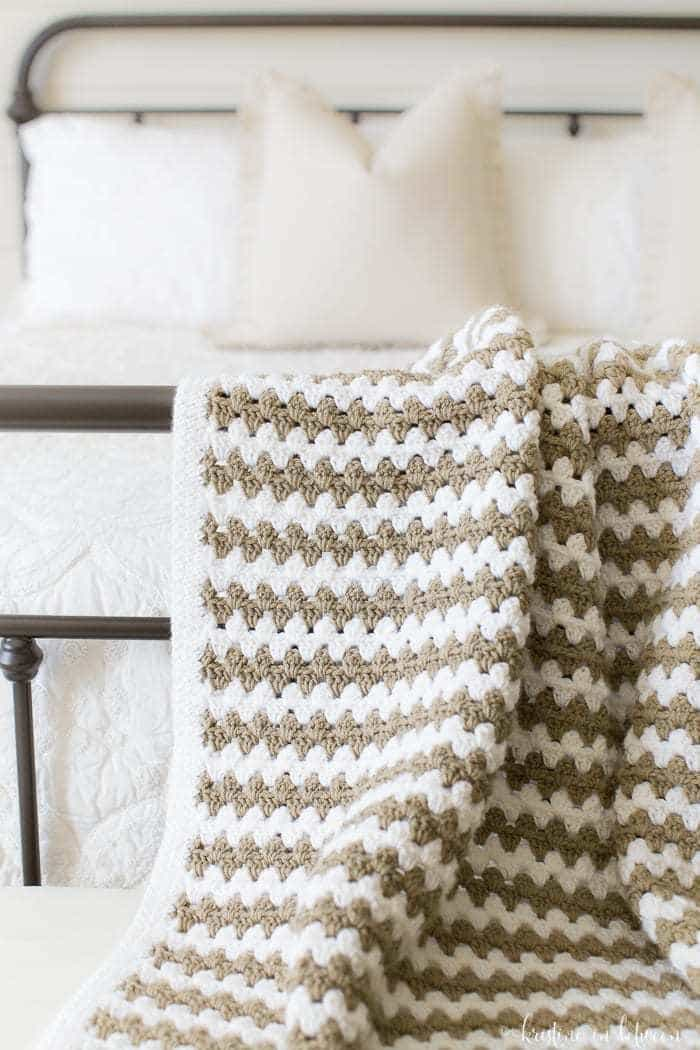 8138b8648485 Simple granny stripe afghan. The perfect crochet afghan for beginners.