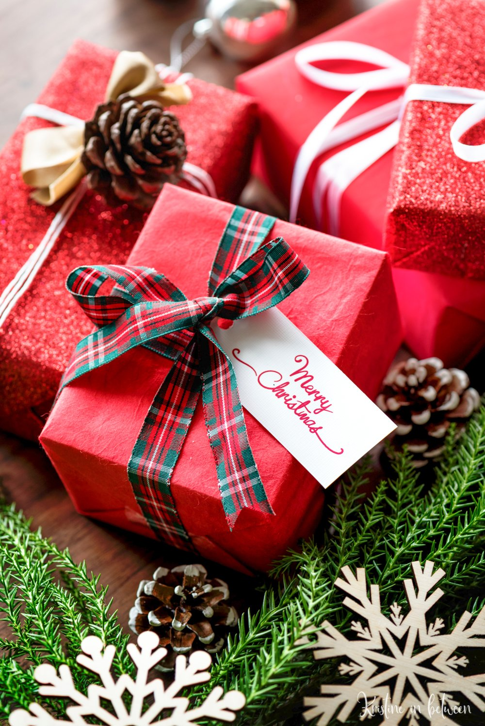 Awesome gift wrapping tricks for people who hate wrapping! Save time and have beautiful gifts this year!
