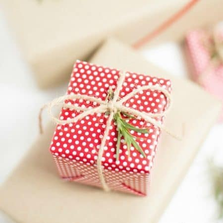 Awesome gift wrapping tips! Save time and have beautiful gifts this year!